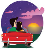 Hållande ögonen på solnedgång för par i automatisk Arkivbilder