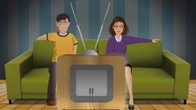 Hållande ögonen på TV för par Arkivbilder