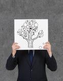 Hållande affisch för affärsman med pengarträdet Arkivfoto
