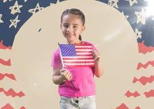 Hållande amerikanska flaggan för flicka mot den hand drog amerikanska flaggan med signalljuset Royaltyfria Bilder