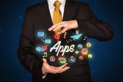 Hållande apps för affärsman Royaltyfri Fotografi