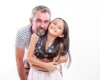 Hållande asiatisk dotter för Caucasian farsa Royaltyfri Foto