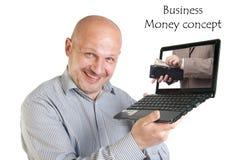 Hållande bärbar dator för affärsman på vit bakgrund. Arkivbilder