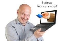 Hållande bärbar dator för affärsman på vit bakgrund. Royaltyfria Foton