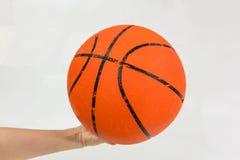 Hållande basket för hand som isoleras på vit royaltyfri foto