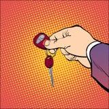 Hållande biltangenter för man Hand hålltangenter Räcka med en nyckel- bil Nyckel- bil också vektor för coreldrawillustration Hand Arkivfoton