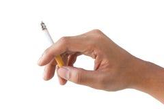 Hållande brinnande cigarett för hand på isolatbakgrund Royaltyfria Bilder