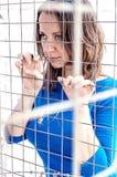 Hållande cell för flicka royaltyfri fotografi