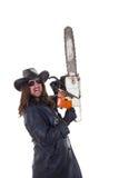 Hållande chainsaw för man Arkivbild