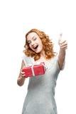 Hållande gåva för kvinna Arkivfoton