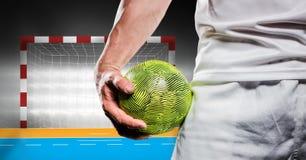 Hållande handboll för idrottsman nen mot stadion i bakgrund Royaltyfri Bild