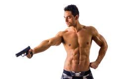 Hållande handeldvapen för idrotts- topless man som isoleras på royaltyfri fotografi