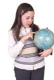 Hållande jordklot för lycklig skolaflicka Arkivfoto