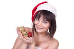 Hållande julbollar för flicka royaltyfria foton