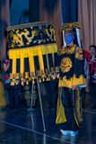 Hållande kinesisk bunchuk för asiatisk varrior Royaltyfri Fotografi