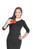 Hållande kreditkort för affärskvinna Royaltyfri Fotografi