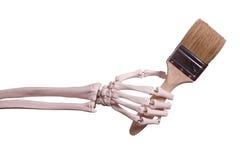 Hållande målarfärgborste för skelett- hand Royaltyfri Bild