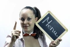 Hållande menybräde för ung servitris i händer Arkivfoto