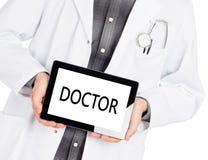 Hållande minnestavla för doktor - doktor Arkivbilder