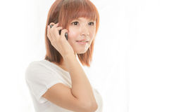 Hållande mobiltelefon för kvinna Royaltyfri Fotografi