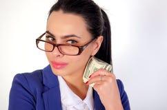 Hållande pengar för affärsflicka Royaltyfri Foto