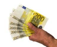 Hållande pengar för hand - europengar eurokassa ingen bakgrund Europengarsedlar Arkivbilder