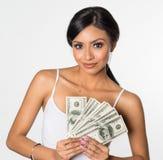 Hållande pengar för kvinna royaltyfri foto