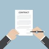 Hållande penna för affärsmanhand och undertecknande affärsavtal Royaltyfri Foto