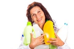 Hållande plast-flaskor för kvinna Arkivfoton