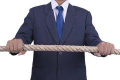 Hållande rep för affärsman med vit bakgrund Arkivfoton