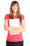 Hållande skrivbok för ung lycklig kvinna eller kursbok royaltyfria bilder
