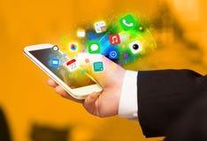 Hållande smartphone för hand med färgrika app-symboler Royaltyfria Foton