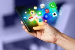 Hållande smartphone för hand med färgrika app-symboler Royaltyfri Fotografi