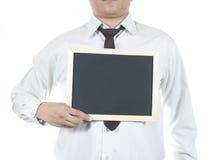 Hållande svart tavla för affärsman Arkivbilder