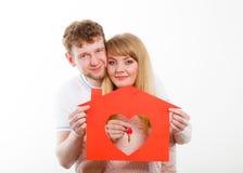 Hållande symboler för lyckliga par Arkivfoton