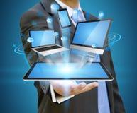 Hållande techapparat för affärsman i hans hand Arkivfoto