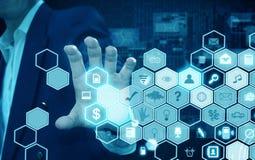 Hållande teknologi för affärsman Arkivbild