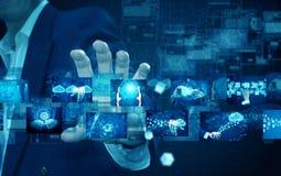 Hållande teknologi för affärsman arkivfoton