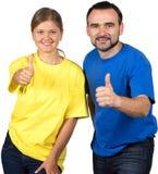 Hållande tumme för lyckliga par upp royaltyfri fotografi