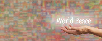 Hållande ut för världsfred Royaltyfri Fotografi