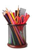 Hållare med sax och kulöra blyertspennor Royaltyfria Foton