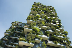 Hållbar grön byggnad Royaltyfria Bilder