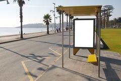 Hållplats med den tomma affischtavlan Royaltyfri Fotografi