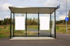 Hållplatsskydd med två blanka affischtavlor Royaltyfri Foto