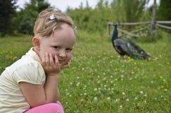 Håråterväxt i alopeciareata i ett barn. Royaltyfri Bild