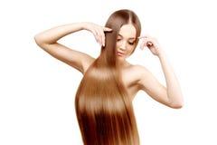 hår long frisyr Skönhetkvinna med långt sunt och skinande slätt svart hår Modemodell med skinande hår Royaltyfri Fotografi