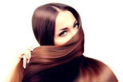 hår long frisyr Skönhetkvinna med långt sunt och skinande slätt svart hår Modemodell med skinande hår Royaltyfria Bilder