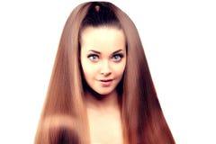 hår long Updo frisyr Skönhetkvinna med långt sunt och skinande slätt svart hår Modemodell med skinande Fotografering för Bildbyråer