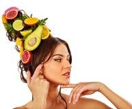 Hår och ansikts- maskering från nya frukter för kvinnabegrepp Arkivbild