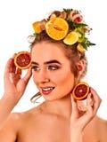 Hår och ansikts- maskering från nya frukter för kvinnabegrepp Royaltyfria Foton